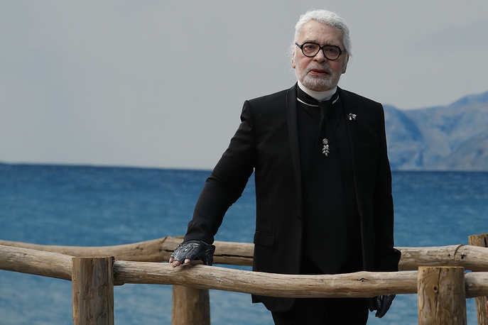 Karl Lagerfeld appears at the end of his Spring/Summer 2019 fashion collection presentation in Paris, 2018