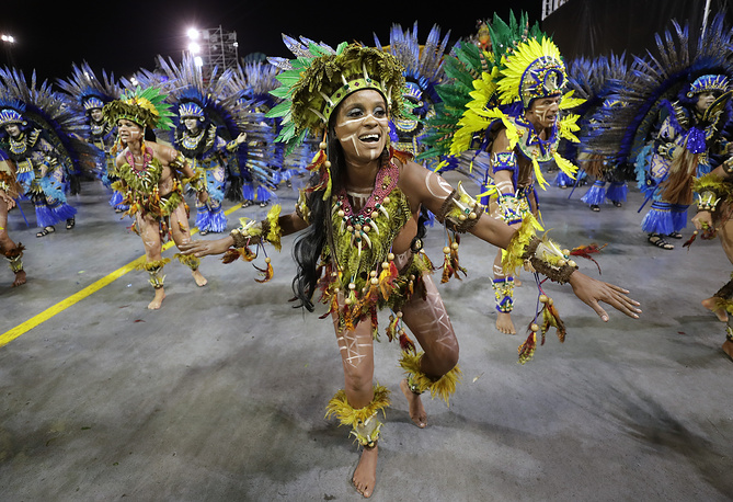 Dancers from the Aguia de Ouro samba school