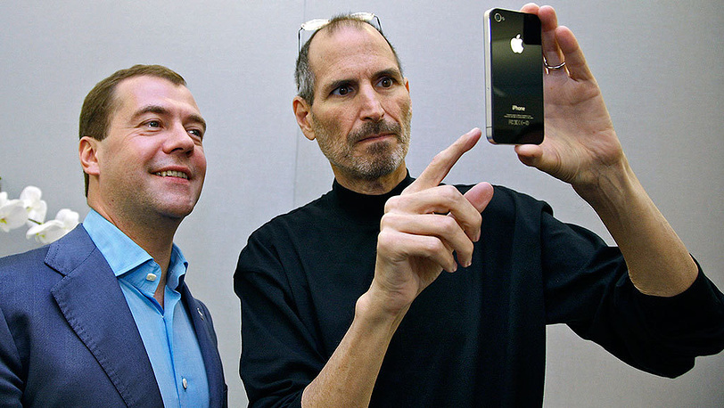 Dmitry Medvedev and Steve Jobs