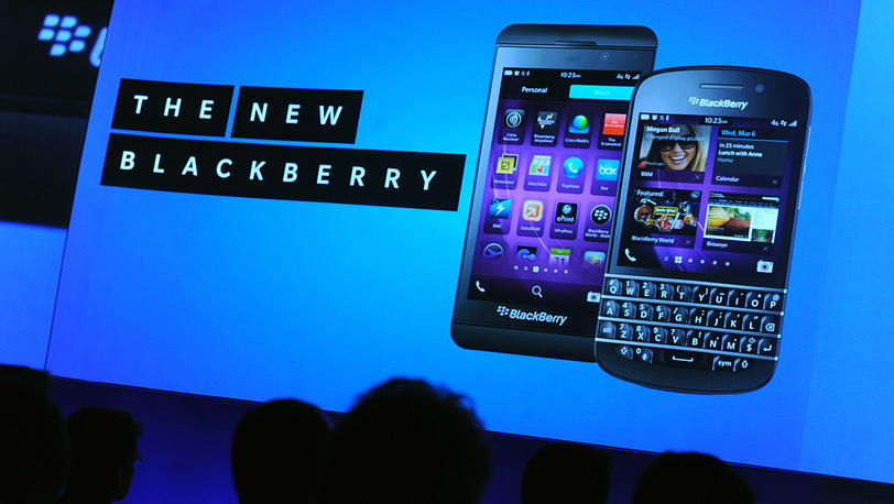 BlackBerry Z10 (слева) и BlackBerry Q10