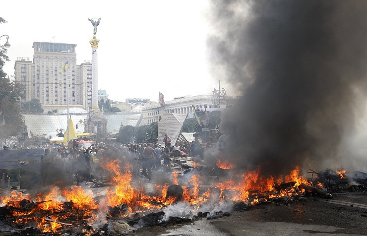 Maidan activists set tyres on fire as they protest against clearing Kiev's Independence Square, 2014  Maxim Nikitin/TASS