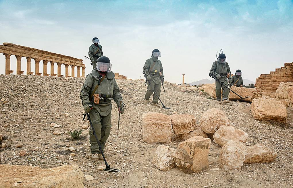 Russian military engineers use mine detectors during a mine clearing operation in Palmyra Russian Defense Ministry/TASS