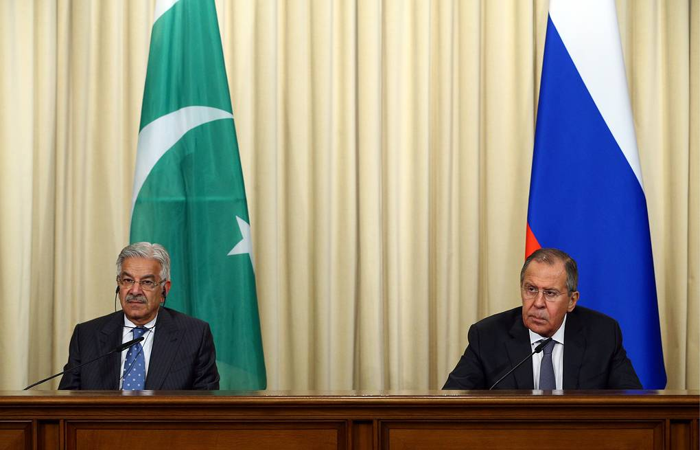 Pakistani and Russian Foreign Ministers, Khawaja Muhammad Asif and Sergey Lavrov  Mikhail Tereschenko/TASS
