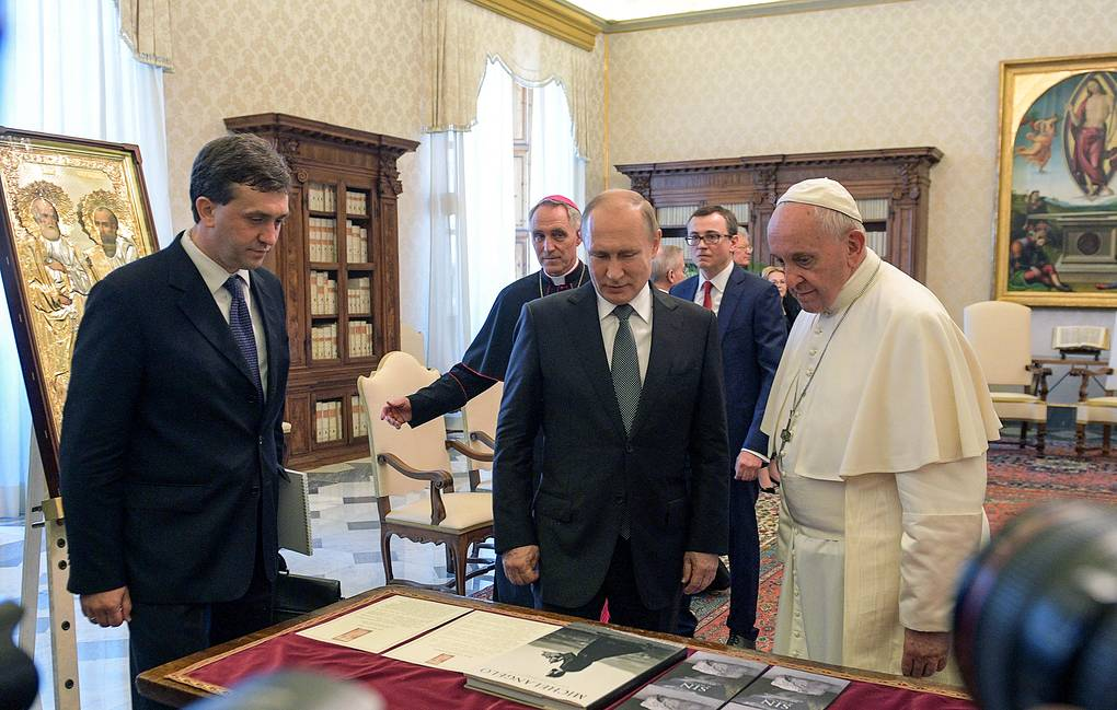 Russia's President Vladimir Putin and Pope Francis  Alexei Druzhinin/Russian Presidential Press and Information Office/TASS