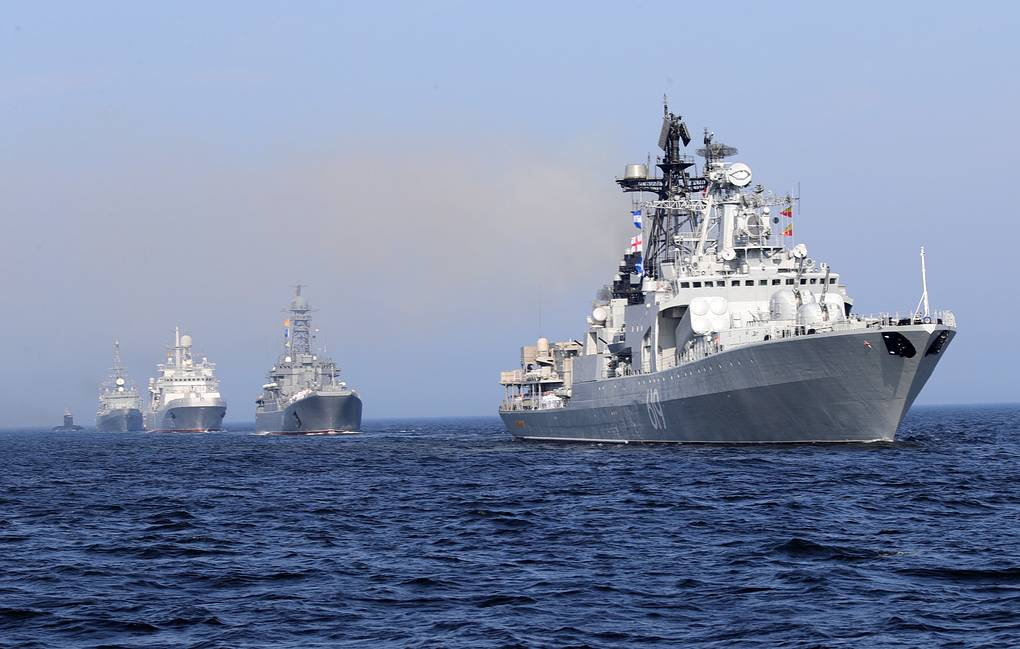 Large anti-submarine warfare ship Severomorsk (right) Mikhail Klimentyev/Russian Presidential Press and Information Office/TASS