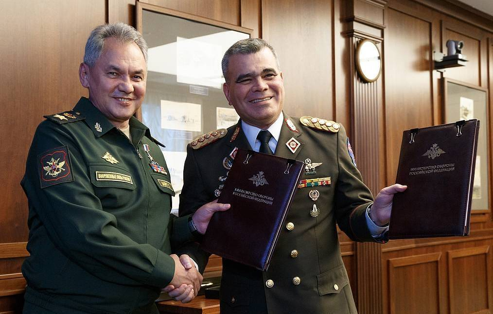 Russian and Venezuelan defense ministers, Sergei Shoigu and Vladimir Padrino Lopez Vadim Savitsky/Press Office of the Defense Ministry of Russia/TASS