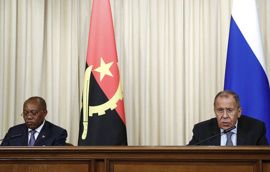 Angolan Foreign Minister Manuel Domingos Augusto and Russian Foreign Minister Sergei Lavrov  Artyom Geodakyan/TASS