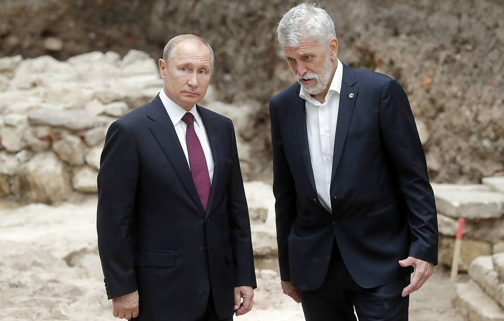 Russian President Vladimir Putin and Director of the Russian Academy of Sciences' Institute of Archeology Nikolay Makarov Mikhail Mettsel/TASS