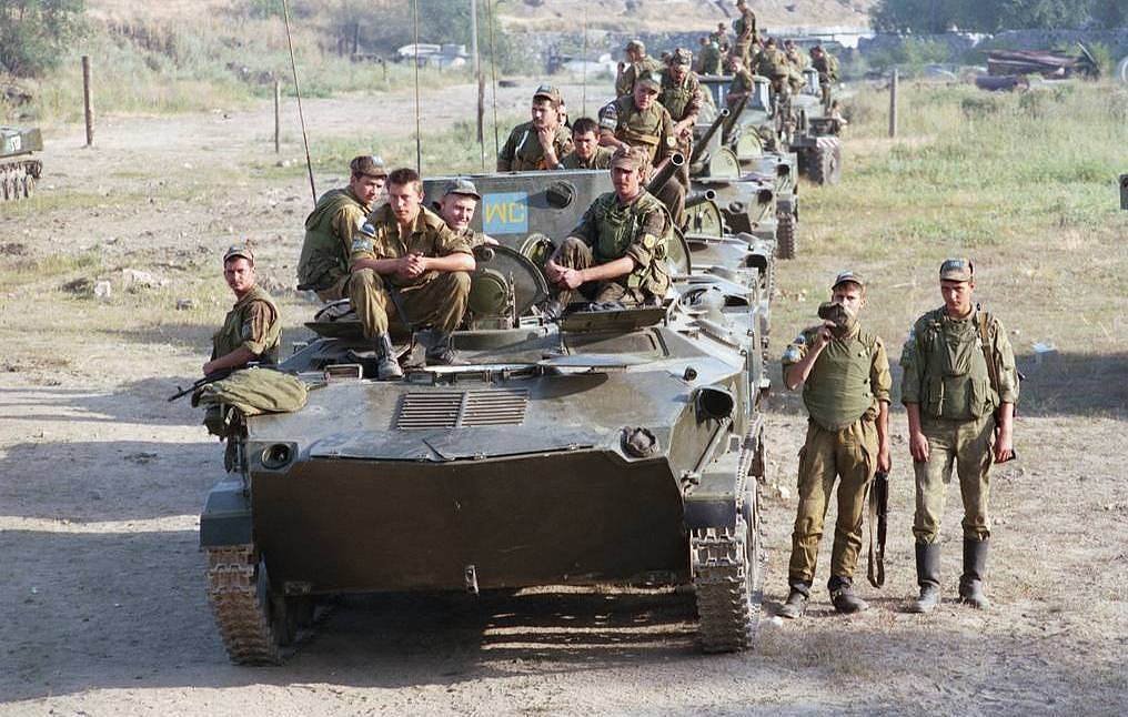 Russian peacekeeping unit on the approaches to Bendery, 1992 Vladimir Svartsevich/TASS