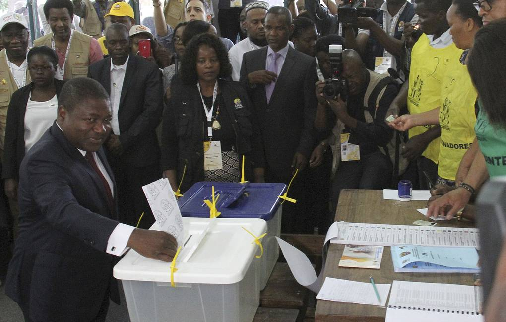 Mozambican President Felipe Nyusi casts his vote in Maputo AP Photo/Ferhat Momade