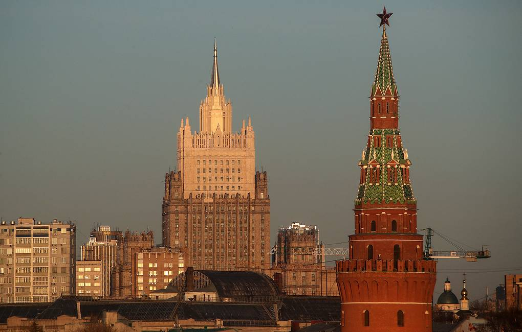 A view of the Russian Foreign Ministry, and the Vodovzvodnaya Tower of the Moscow Kremlin Valery Sharifulin/TASS