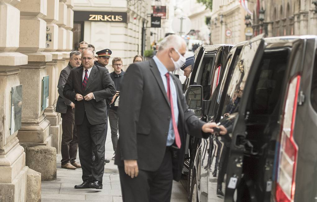 US Special Presidential Envoy for Arms Control Marshall Billingslea arriving for a meeting with Russian Deputy Foreign Minister Sergei Ryabkov in Vienna EPA-EFE/CHRISTIAN BRUNA