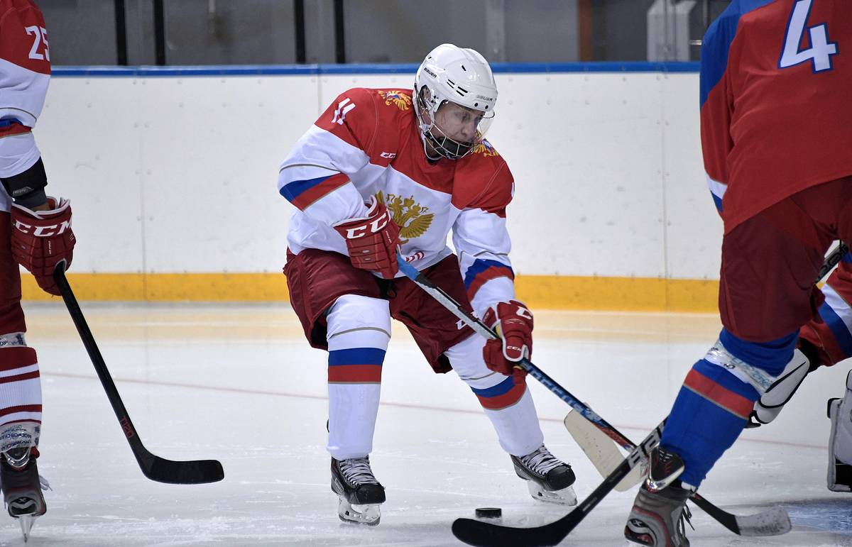 Putin French Ski Legend Jean Claude Killy Join Ice Hockey Training Session In Sochi Sport Tass