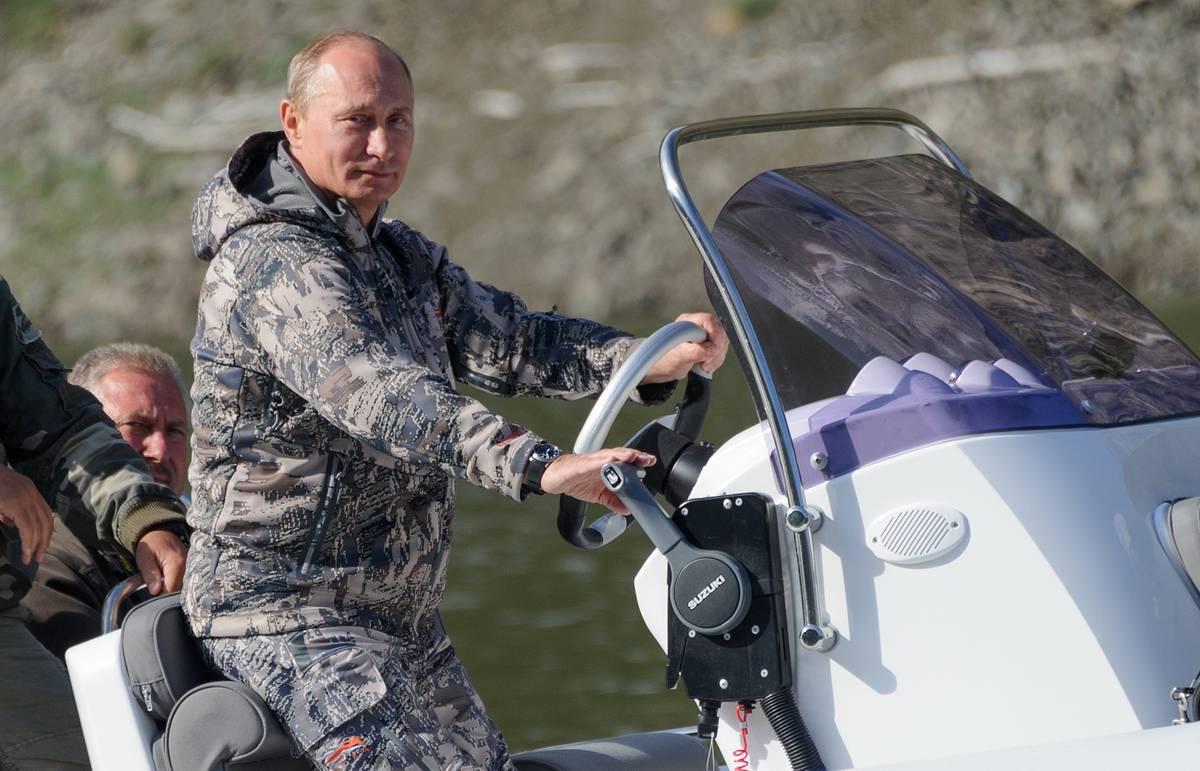 Putin goes quadricycling, rafting, and spearfishing on two-day Siberian adventure vacation