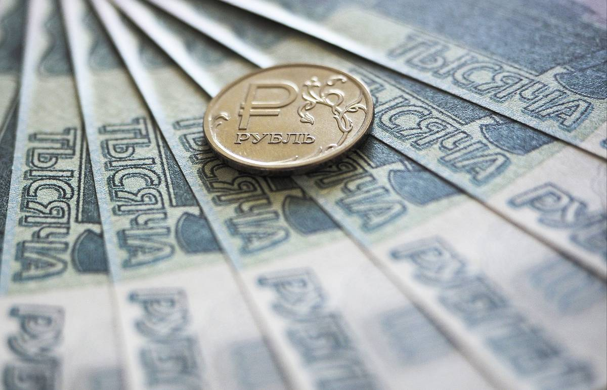 Ruble starts growing after Central Bank decides to raise key rate