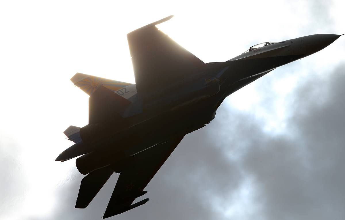 Russian fighter jets and bombers perform training flights over Black Sea