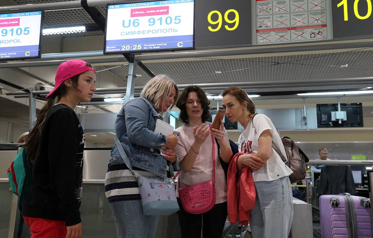Majority of passengers of plane that crash-landed near Moscow refuse to travel further