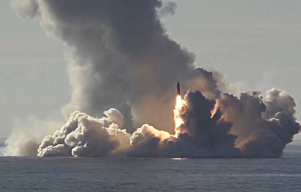 Two Russian submarines fired ballistic missiles in Arctic Ocean, Barents Sea - Ministry