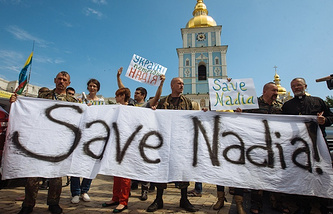 Ukrainian activists hold a banner during a rally demanding the release of Ukrainian officer Nadezhda Savchenko in Kiev