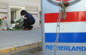 People bring flowers to the embassy of the Netherlands in Moscow