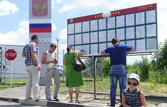 Ukrainian refugees on at a border checkpoint