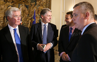 Polish Foreign Minister Radoslaw Sikorski (2-R) and Defence Minister Tomasz Siemoniak (R) with British Foreign Secretary Philip Hammond (2-L) and Defence Secretary Michael Fallon (L)
