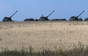 Ukrainian government artillery guns not far from Donetsk