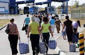 Ukrainian refugees heading home