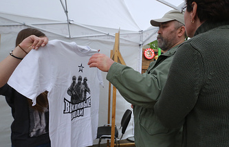 T-shirt with a 'polite people' print on it on sale in Moscow's park Sokolniki