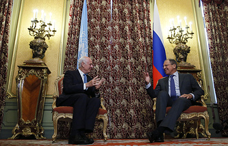 Russian Foreign Minister Sergey Lavrov (right) and United Nations special envoy to Syria Staffan de Mistura (left)
