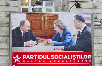 Electoral poster of the Socialist Party of Moldova with Vladimir Putin and Igor Dodon pictured on it