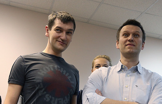 Alexey Navalny (right) and his brother Oleg Navalny