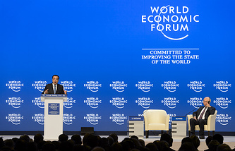 Chinese Premier Li Keqiang (left) speaks at the forum