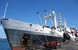 The Dalniy Vostok trawler (the vessel was called STENDE before 2014)
