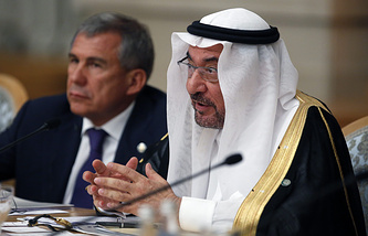 Chairman of Organization of Islamic Cooperation Iyad Madani (right)