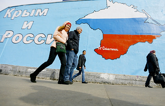 Mural showing the Crimean peninsula in Russian national colours on the wall of a building in Moscow