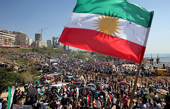 Kurds wave their flags (archive)