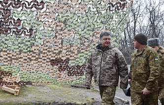 Petro Poroshenko inspecting troops in east Ukraine, March 28, 2016
