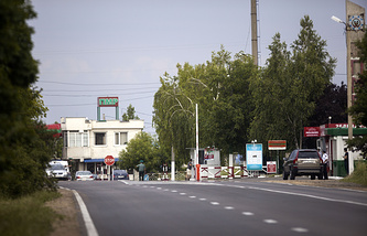A general view of the checkpoint at the border of Moldova and the breakaway Transnistria