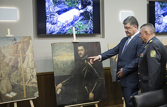 Ukrainian President Petro Poroshenko looking at the paintings stolen from an Italian museum and seized by the Ukrainian border guards