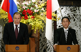Russian Foreign Minister Sergey Lavrov and Japanese Foreign Minister Fumio Kishida