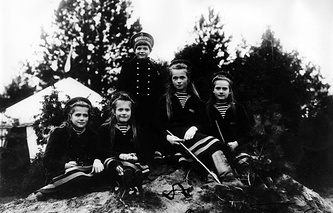 Children of Nicholas II, Maria, Anastasia, Alexei, Olga and Tatiana, 1908