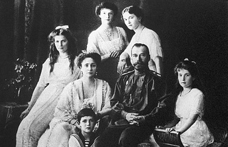 Tsar Nicholas II and Alexandra Feodorovna with their children Olga, Tatiana, Maria, Anastasia and Alexei