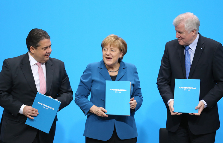 Acting German chancellor Angela Merkel (C), German Social Democratic Party (SPD) chairman Sigmar Gabriel (L) and Christian Social Union (CSU) party chairman Horst Seehofer (R)