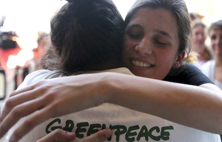 Argentine Greenpeace activist Camila Speziale (R) is welcome by a member of Greenpeace upon her at the Ministro Pistarini International Airport in Buenos Aires