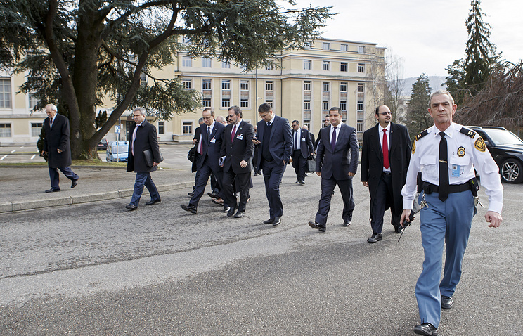 Syrian opposition chief negotiator Hadi al-Bahra (C-L) and Syrian National Coalition Spokesman Louay Safi (C-R) leave after a meeting at the European headquarters of the United Nations in Geneva