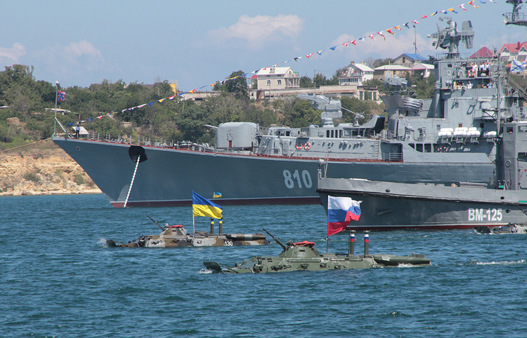 Russian and Ukrainian military rehearse together ahead of the Russian Navy Day