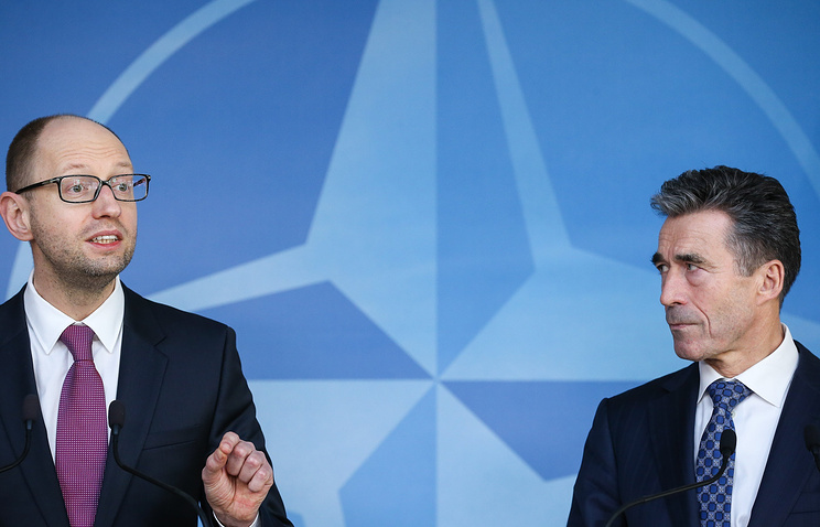 Ukrainian interim Prime Minister Arseniy Yatsenyuk (L) and NATO Secretary General Anders Fogh Rasmussen (R) during a press conference after a meeting at the NATO headquarters Brussels