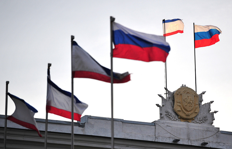 Crimean and Russian flags seen on the Crimea's Cabinet Council