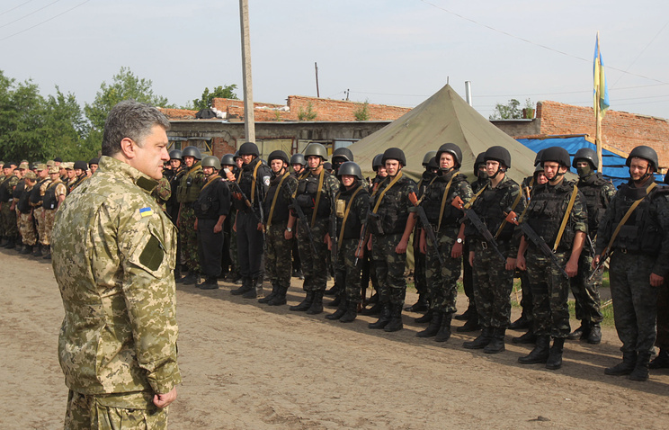 Petro Poroshenko makes a speech at the center of military operation in Ukraine's east on June 20
